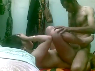 desi Bangladeshi bhabhi sex whilr hubby went 4 office