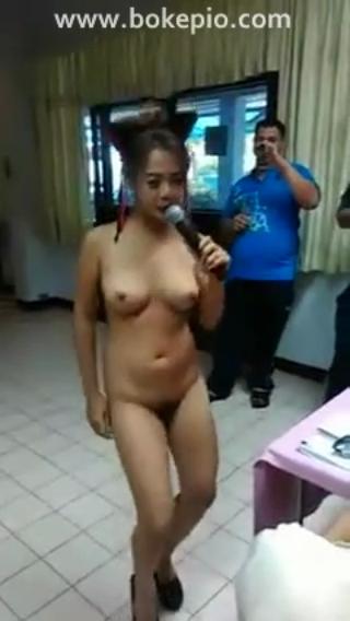 Download vidio bokep Penyanyi biduan hot bugil saat bernyanyi di dalam sebuah gedung mp4 3gp gratis gak ribet