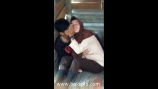 Download vidio bokep Cewek pramuka berhijab cipokan sama pacar mp4 3gp gratis gak ribet