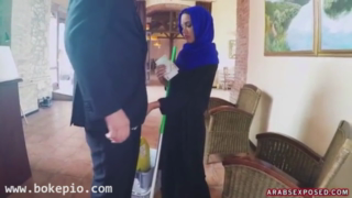 Download vidio bf Arab cleaning lady slowy sucks cock