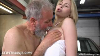 Permalink to Kakek tua dapat servis sex nikmat abg di bengkel mobil
